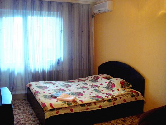 1-комнатная квартира посуточно в Киеве. Дарницкий район, Драгоманова Михаила, 12. Фото 1