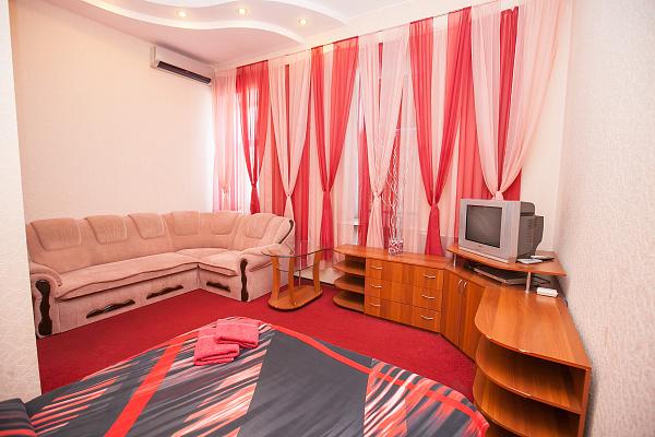 1-комнатная квартира посуточно в Полтаве. Октябрьский район, ул. Ленина, 16. Фото 1