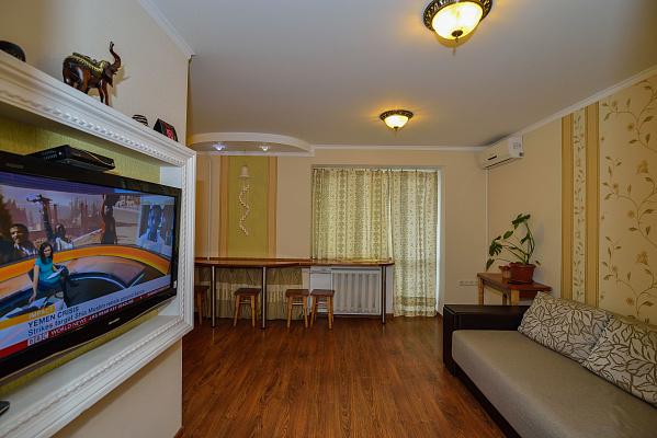 2-комнатная квартира посуточно в Хмельницком. ул. Свободы, 47. Фото 1