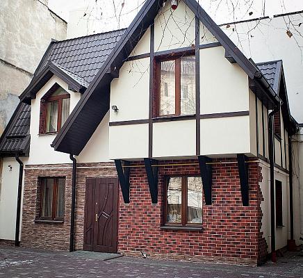 Дом  посуточно в Львове. Галицкий район, ул. Академика Гнатюка, 24. Фото 1