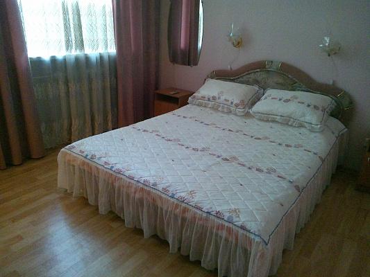 1-комнатная квартира посуточно в Днепропетровске. Бабушкинский район, ул. Артема, 1. Фото 1