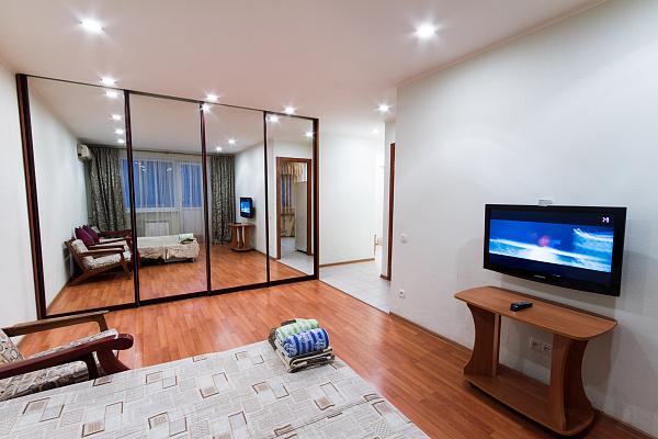 1-комнатная квартира посуточно в Харькове. Дзержинский район, пр-т Науки, 64. Фото 1