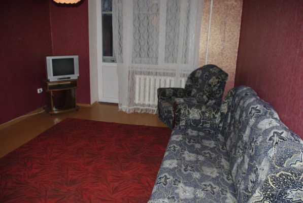 1-комнатная квартира посуточно в Славянске. ул. Генерала Батюка, 25 . Фото 1