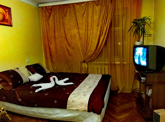 2-комнатная квартира посуточно в Киеве. Печерский район, Печерский спуск, 11. Фото 1