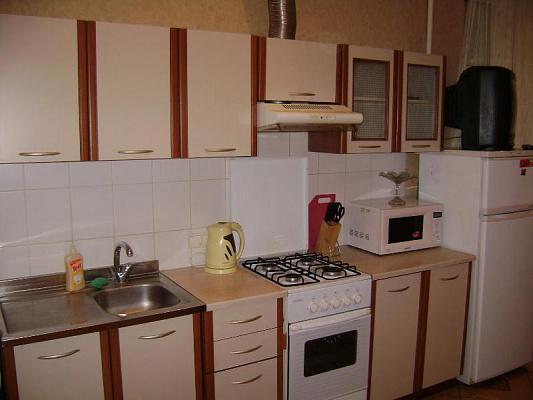 2-комнатная квартира посуточно в Харькове. Краснозаводской район, пл. Павловская, 8. Фото 1
