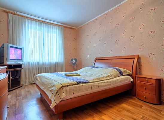 1-комнатная квартира посуточно в Киеве. Дарницкий район, ул. Григория Ващенко, 1. Фото 1
