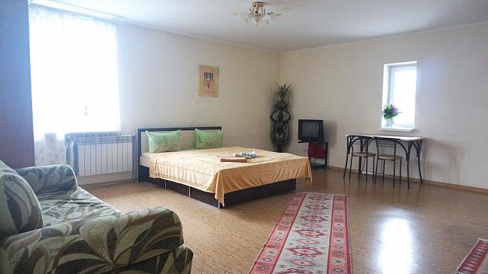 1-комнатная квартира посуточно в Черновцах. Шевченковский район, пл. Соборная, 3. Фото 1