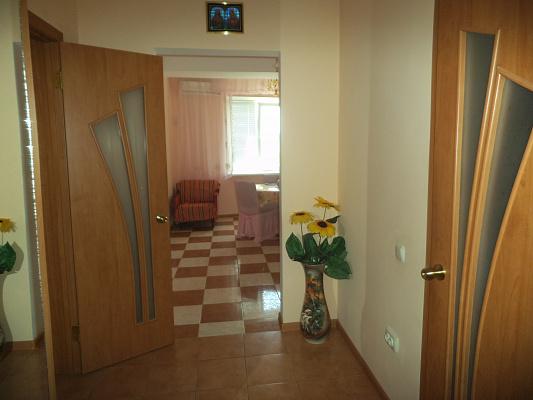 1-комнатная квартира посуточно в Ильичёвске. ул. Героев Сталинграда, 1. Фото 1