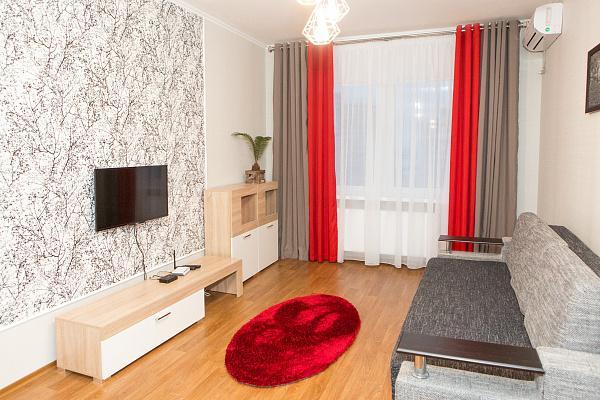 1-комнатная квартира посуточно в Киеве. Дарницкий район, ул. Софьи Русовой, 1. Фото 1