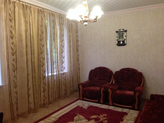 3-комнатная квартира посуточно в Днепродзержинске. ул. Костельная, 4. Фото 1