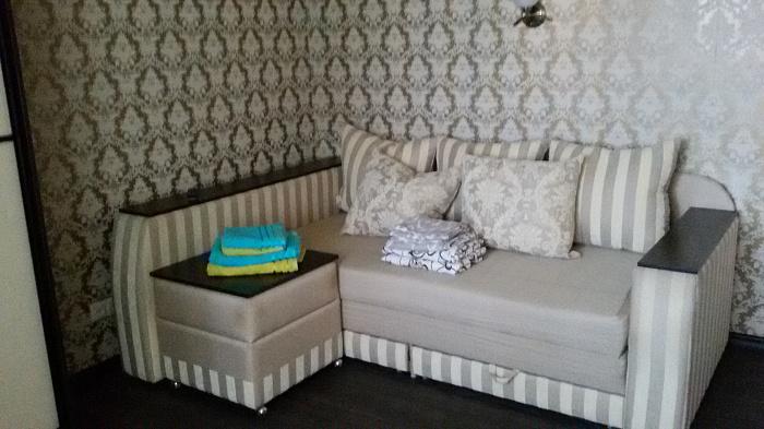 2-комнатная квартира посуточно в Черноморском. ул. Гвардейская, 44. Фото 1