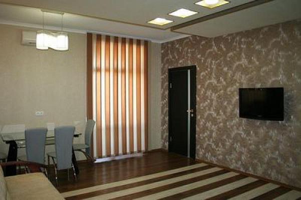 3-комнатная квартира посуточно в Харькове. Артема, 24. Фото 1