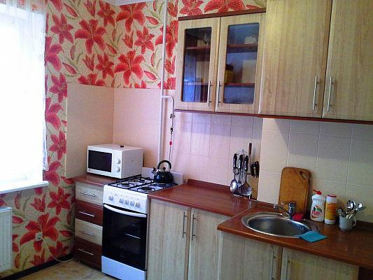 1-комнатная квартира посуточно в Симферополе. Железнодорожный район, ул. Киевская, 122а. Фото 1