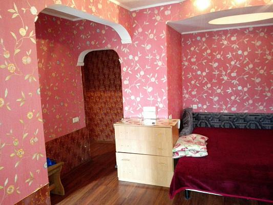 1-комнатная квартира посуточно в Днепропетровске. ул. Курчатова, 2. Фото 1