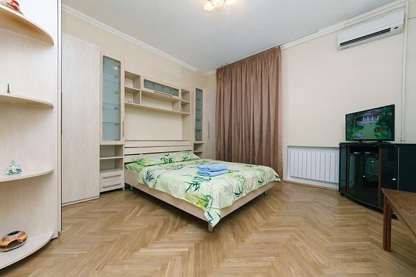 1-комнатная квартира посуточно в Киеве. Печерский район, ул. Эспланадная, 32. Фото 1