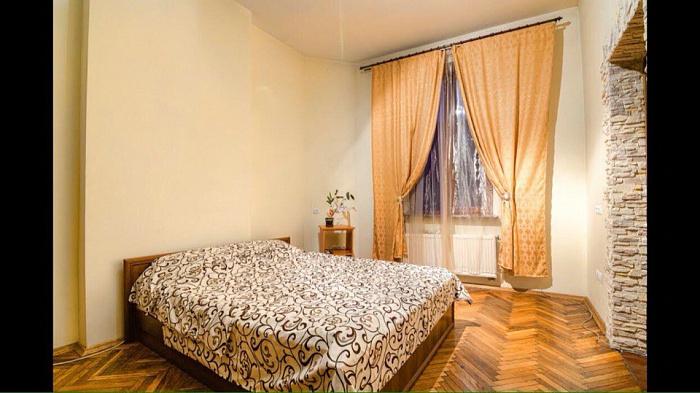 2-комнатная квартира посуточно в Львове. ул. Ноябрьского Чина, 12. Фото 1