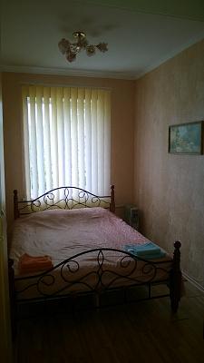 2-комнатная квартира посуточно в Симферополе. Железнодорожный район, ул. Павленко, 16. Фото 1