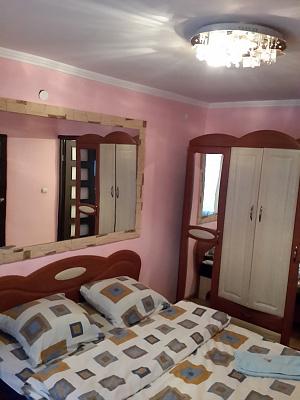 2-комнатная квартира посуточно в Ужгороде. ул. Генерала Свободы, 5. Фото 1