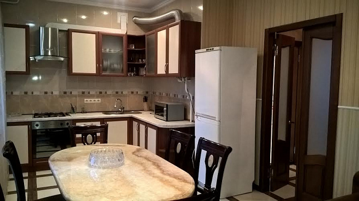 2-комнатная квартира посуточно в Одессе. Приморский район, ул. Ясная, 11. Фото 1