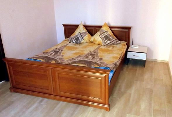 2-комнатная квартира посуточно в Чернигове. Деснянский район, пр-т Победы, 98. Фото 1
