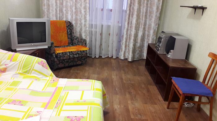 1-комнатная квартира посуточно в Киеве. Святошинский район, ул. Зодчих, 72. Фото 1