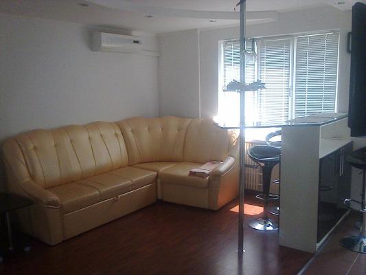2-комнатная квартира посуточно в Южном. ул. Приморская, 21. Фото 1