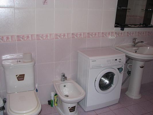3-комнатная квартира посуточно в Житомире. Пер. Шодуаровский , 4. Фото 1