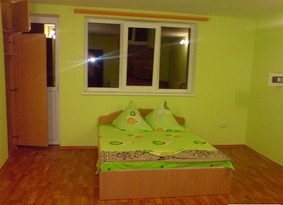 1-комнатная квартира посуточно в Алуште. ул. Ялтинская, 30. Фото 1
