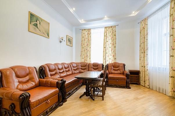 3-комнатная квартира посуточно в Львове. Галицкий район, ул. Князя Романа, 7. Фото 1