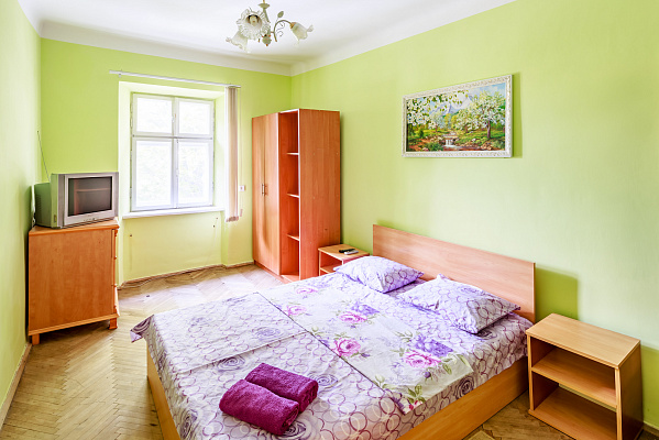 1-комнатная квартира посуточно в Львове. Галицкий район, пл. Осмомысла, 10. Фото 1