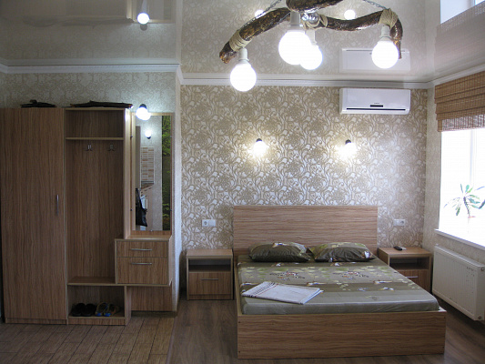 1-комнатная квартира посуточно в Чернигове. ул. Малясова, 19. Фото 1