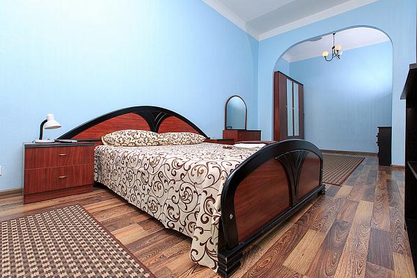 2-комнатная квартира посуточно в Киеве. Печерский район, ул. Крещатик, 27. Фото 1