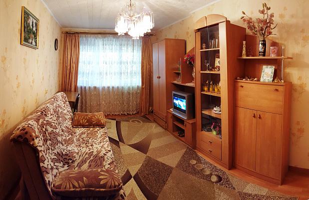 1-комнатная квартира посуточно в Ильичёвске. Парковая, 8а. Фото 1