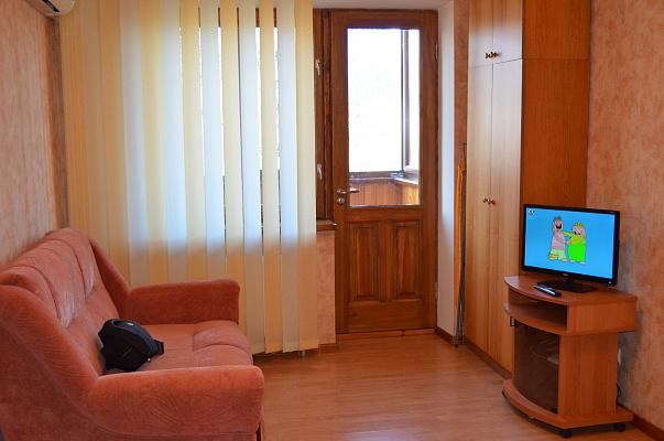 1-комнатная квартира посуточно в Кировограде. Ленинский район, тарковского , 3. Фото 1