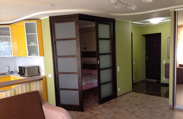 1-комнатная квартира посуточно в Комсомольске. ул. Первопроходцев, 5. Фото 1