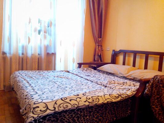 1-комнатная квартира посуточно в Киеве. Днепровский район, ул. Радужная, 2Б. Фото 1