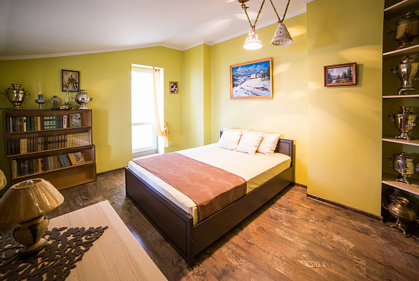 3-комнатная квартира посуточно в Львове. Галицкий район, пл. Евгения Маланюка, 1. Фото 1