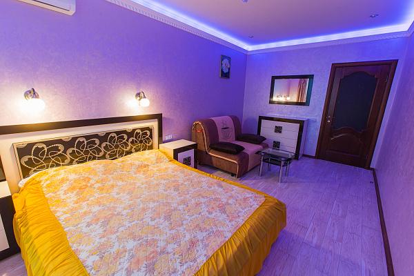 1-комнатная квартира посуточно в Ивано-Франковске. ул. Академика Сахарова, 27а. Фото 1