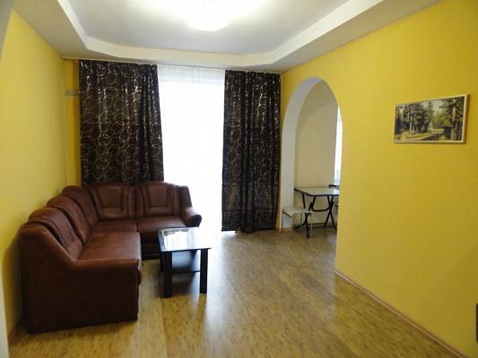 2-комнатная квартира посуточно в Днепропетровске. Бабушкинский район, пр-т  Дмитрия Яворницкого, 46. Фото 1