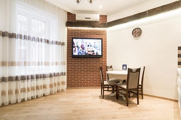2-комнатная квартира посуточно в Одессе. Приморский район, ул. Софиевская, 9. Фото 1