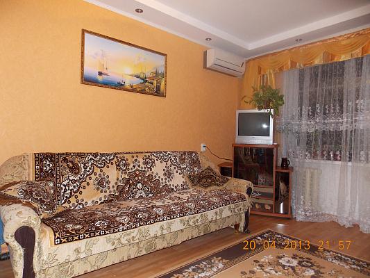 2-комнатная квартира посуточно в Феодосии. ул. Ленина, 2. Фото 1