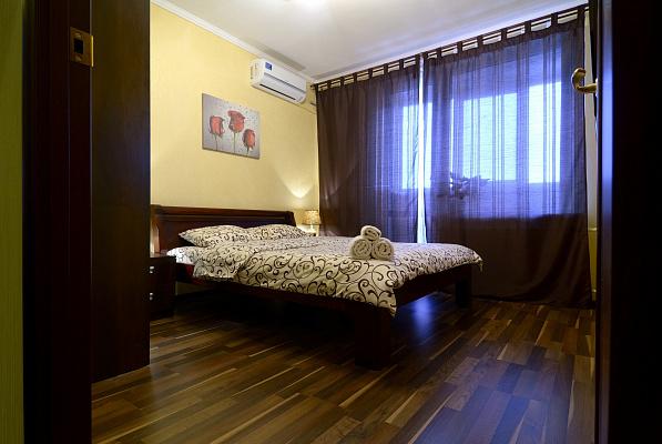 2-комнатная квартира посуточно в Киеве. Шевченковский район, ул. Саксаганского, 54. Фото 1