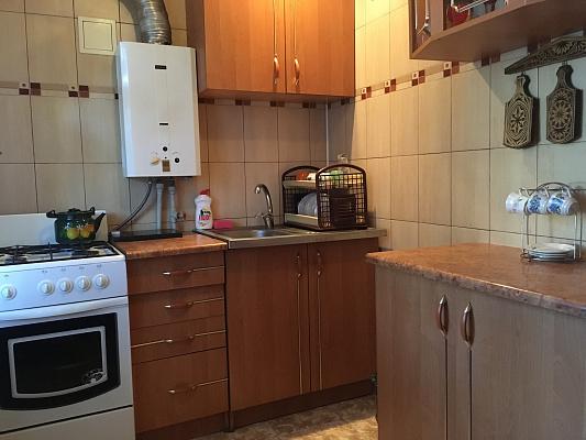 2-комнатная квартира посуточно в Артемовске. ул. Леваневского, 105. Фото 1