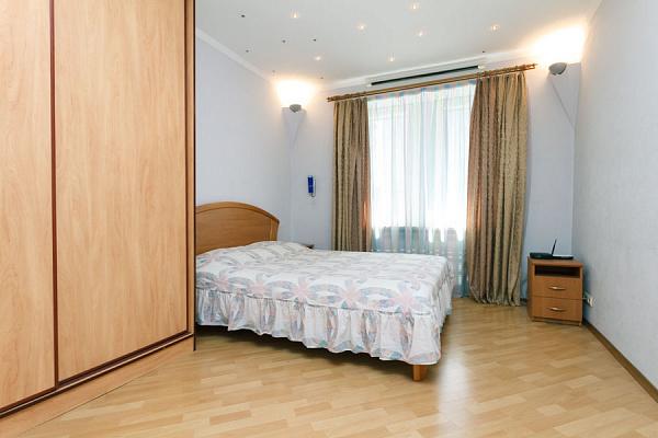 2-комнатная квартира посуточно в Киеве. Дарницкий район, ул. Урловская, 10-А. Фото 1