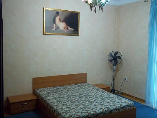 1-комнатная квартира посуточно в Ровно. ул. Соборная, 3. Фото 1
