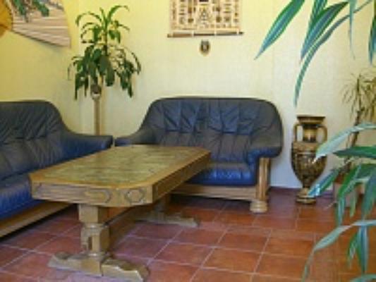 2-комнатная квартира посуточно в Симферополе. Железнодорожный район, ул. Спера, 33. Фото 1