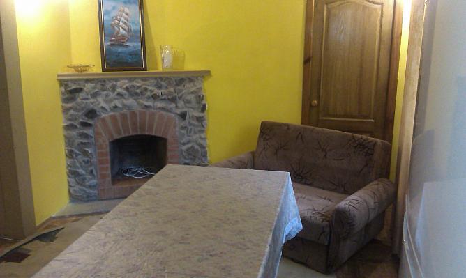 3-комнатная квартира посуточно в Кирилловке. ул. Носкова, 15. Фото 1