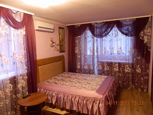 1-комнатная квартира посуточно в Кременчуге. ул. Пролетарская, 27. Фото 1