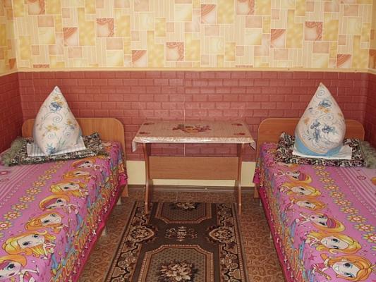 Дом  посуточно в Лазурном. ул. Степная, 20. Фото 1