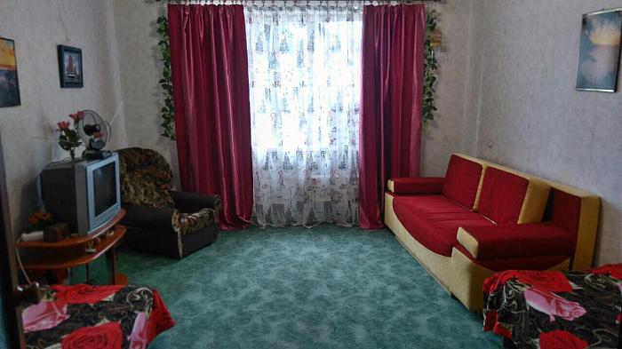 2-комнатная квартира посуточно в Морском. ул. Виноградная, 6. Фото 1